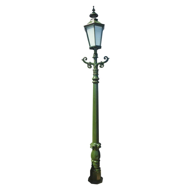 Impressive Cast Iron Street Lamp
