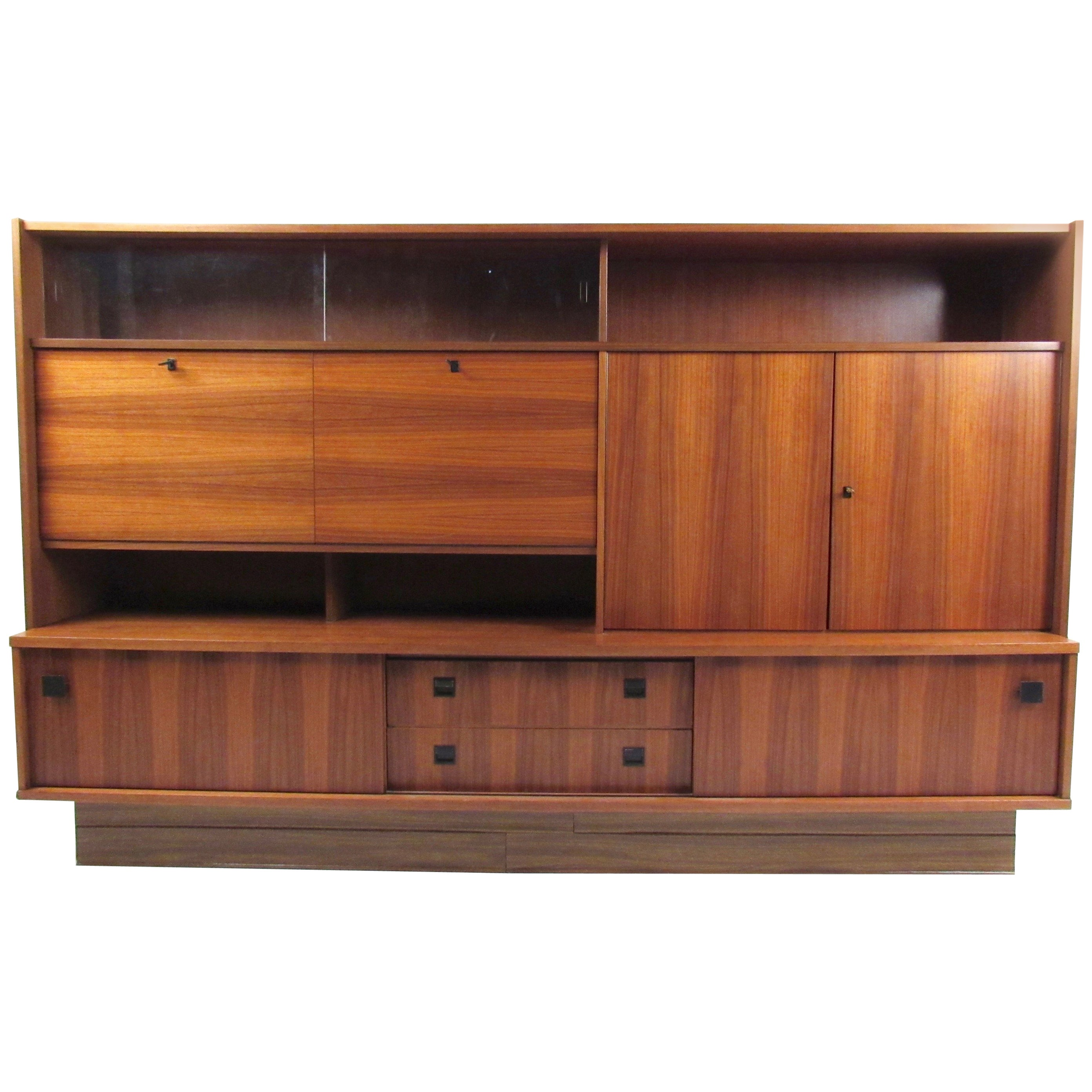 Large Mid-Century Modern Bookcase or Wall Unit