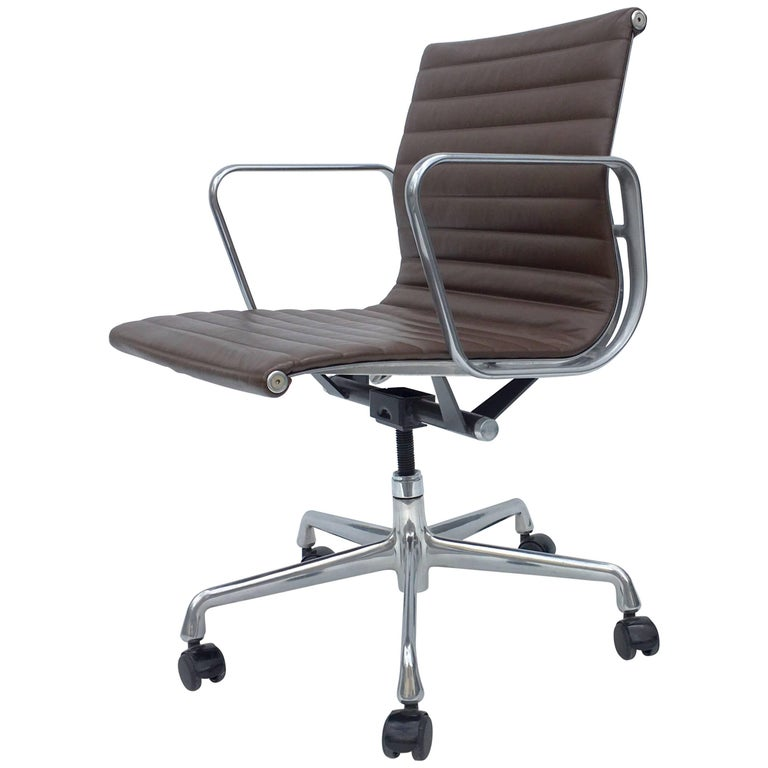 Eames Aluminium Management Chairs in Leather for Herman Miller