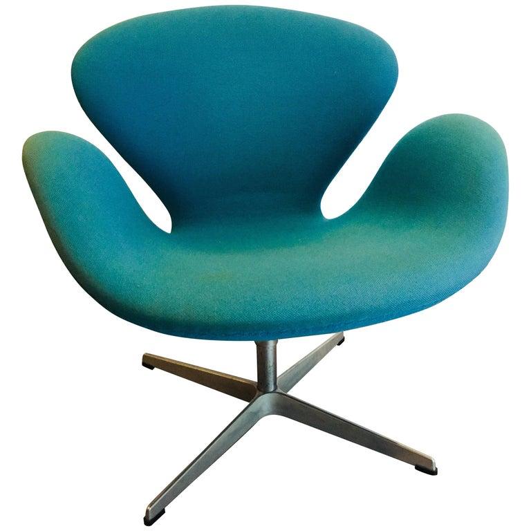 Swan Chair Designed by Arne Jacobsen for Fritz Hansen