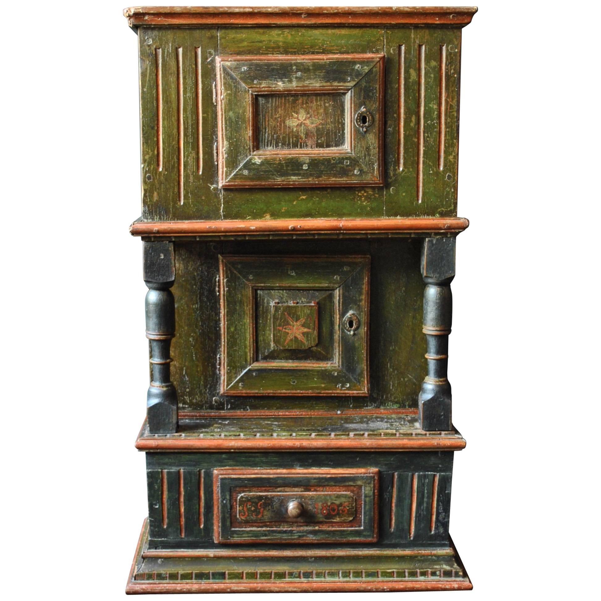 Delicieux Antique Scandinavian Folk Art Painted Gustavian Cabinet, 1806 For Sale