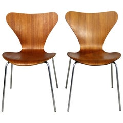 Series 7 Chairs by Arne Jacobsen for Fritz Hansen Vintage MCM Molded Teak, Pair
