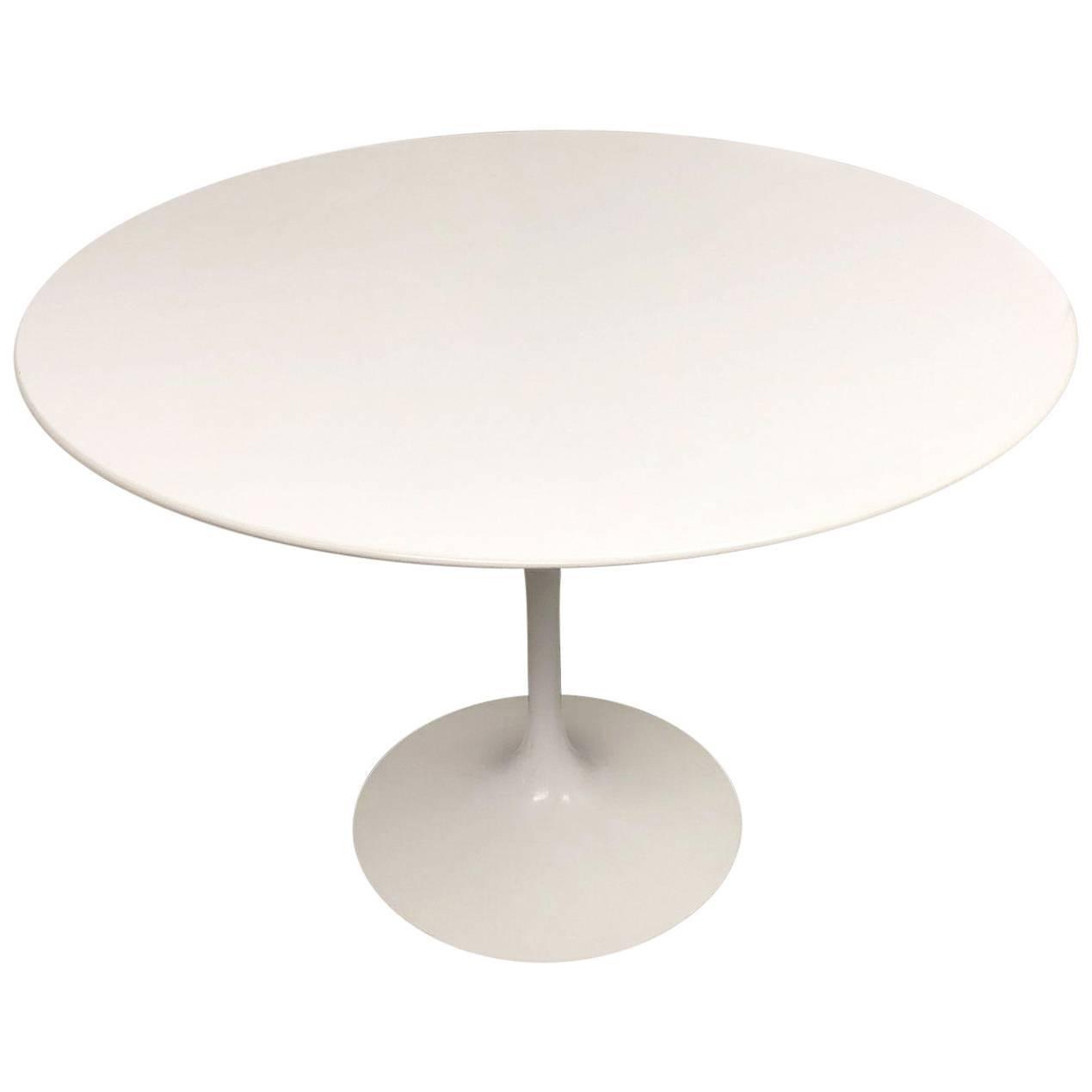 Knoll Eero Saarinen Round Dining Table For Sale