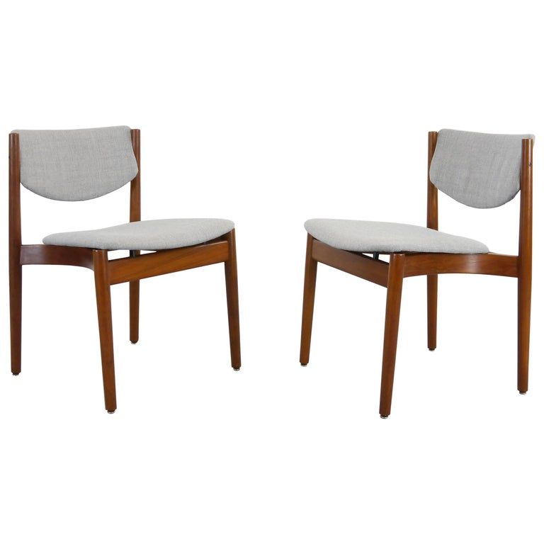 Pair of Finn Juhl Chairs Model 197 in Teak and Grey Fabric France & Son, Denmark