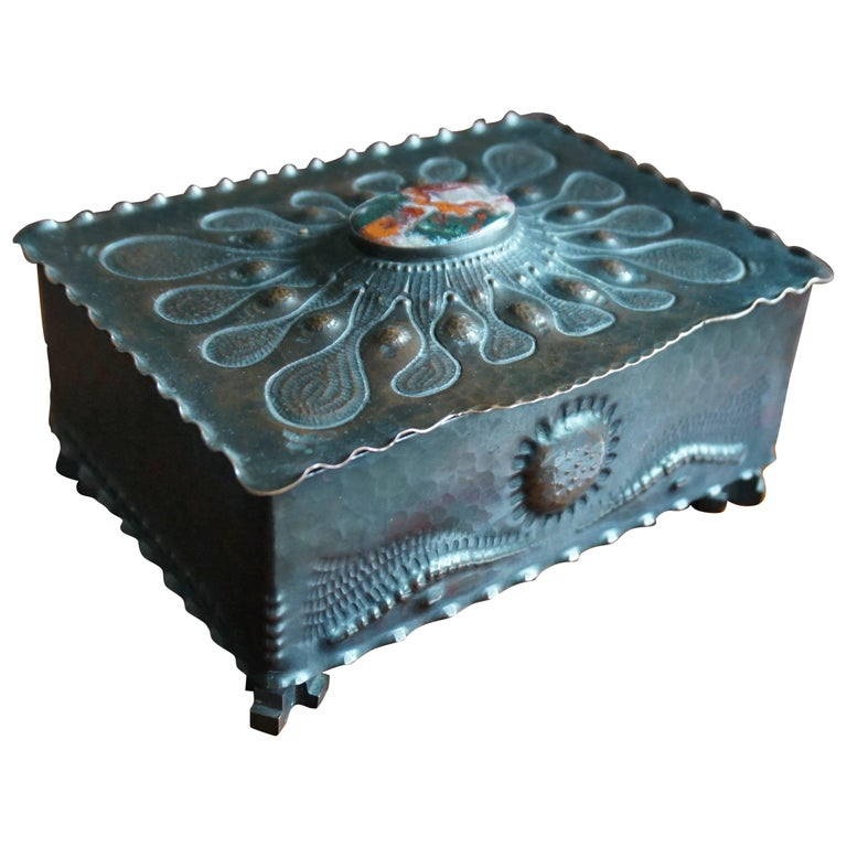 Museum Quality Hand-Hammered Copper and Gemstone Inlaid Arts & Crafts Box For Sale