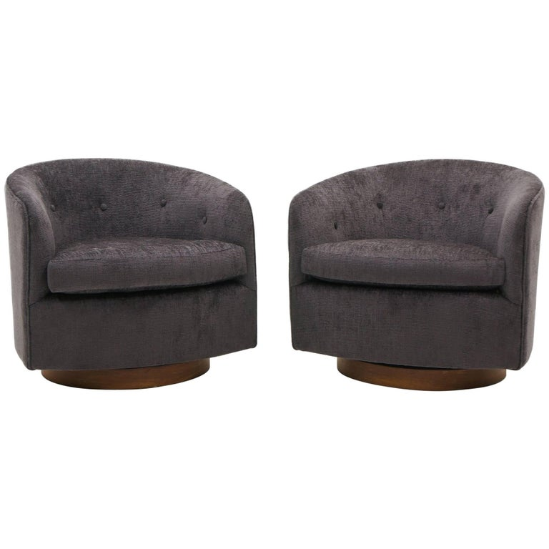 Pair of Milo Baughman Tilt Swivel Club Chairs, Charcoal Robert Allen Chenille For Sale