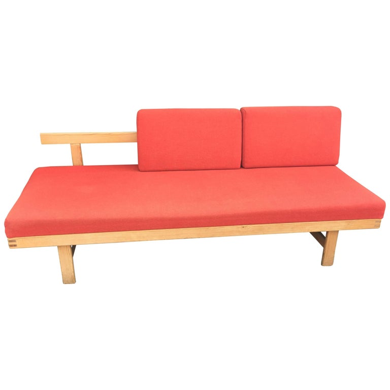 Daybed in Pine in the Style of  Charlotte Perriand, circa 1960