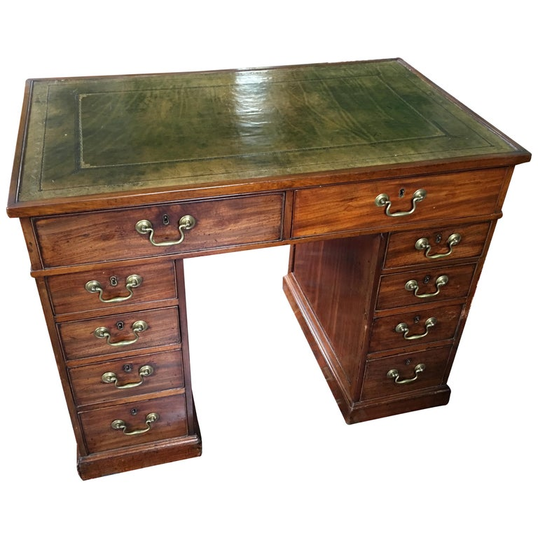 English Knee Hole Desk with a Leather Top, 19th Century
