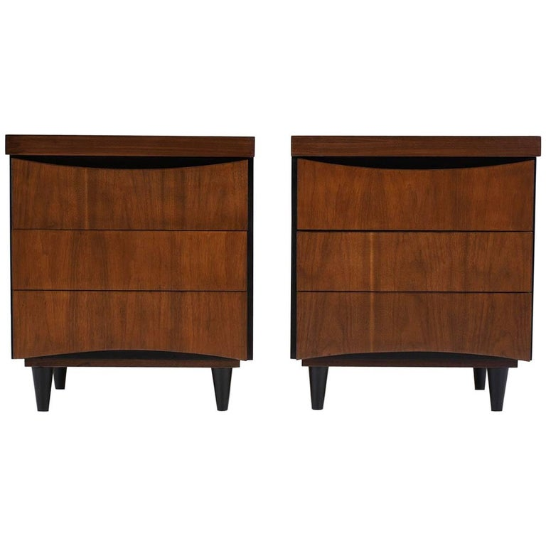 Pair of Midcentury American of Martinsville Nightstands