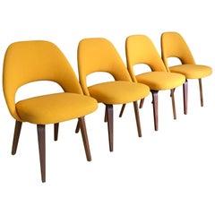 Four Mid-Century Modern Eero Saarinen Chairs for Knoll