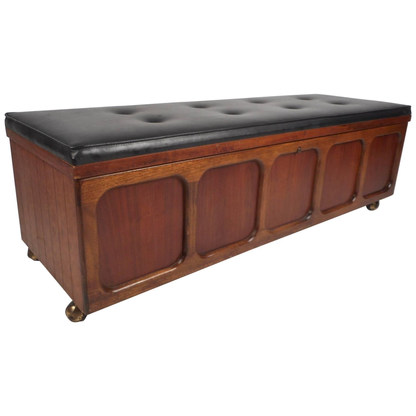 Beau Vintage Modern Cedar Chest/Bench By Lane Furniture For Sale
