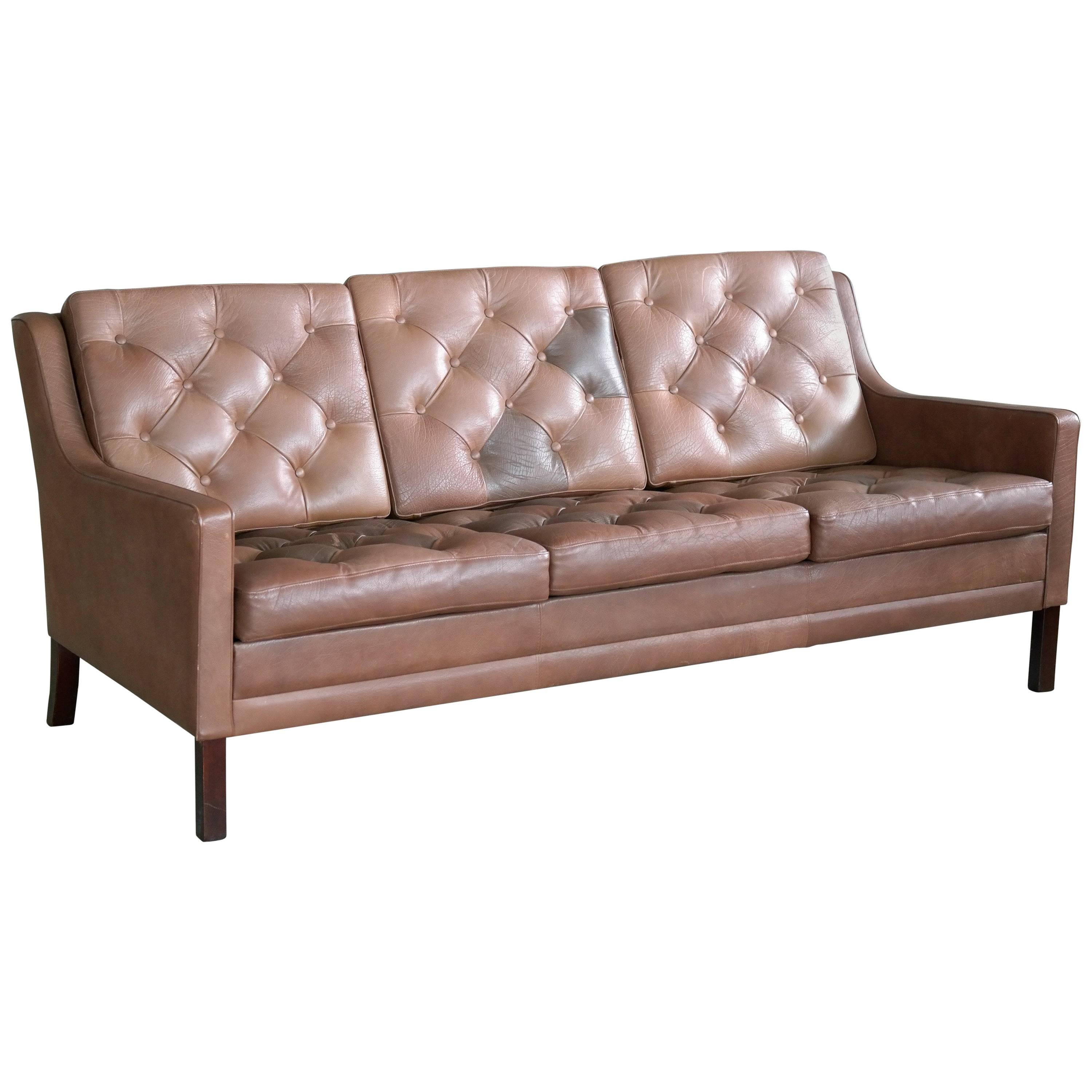 Delightful Sven Skipper Style Classic Danish Brown Leather Sofa By Georg Thams, 1960s  For Sale
