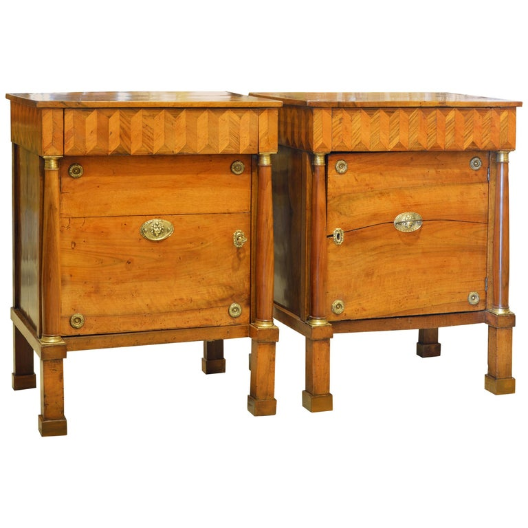 Pair of Early 19th Century Italian Neoclassical Parquetry Fruitwood Commodes For Sale
