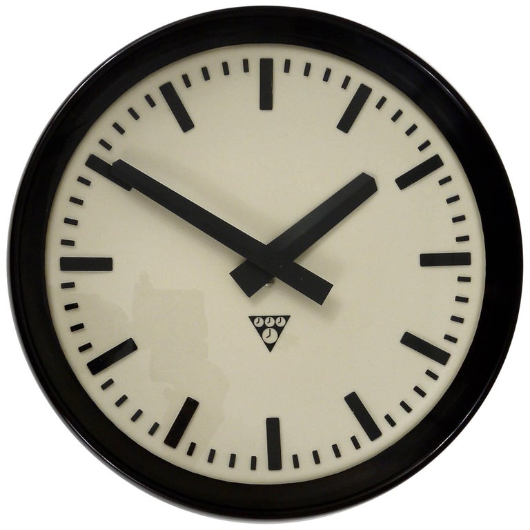 Bakelite Factory Or Train Station Wall Clock From The 1940s For