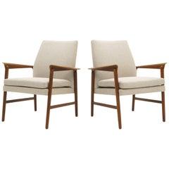 Pair of Danish Modern Lounge Chairs by Fritz Hansen