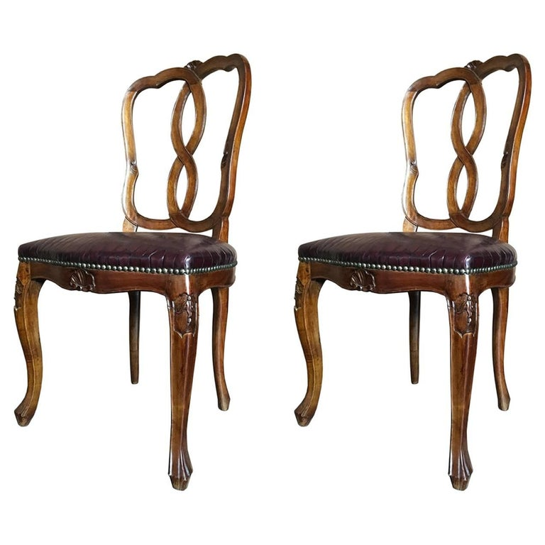 Mid-18th Century Pair of Italian Pearwoods and Brown Leather Hand-Carved Chairs
