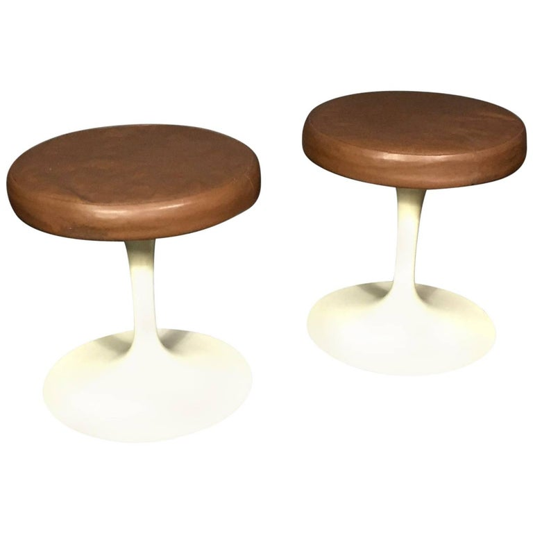 Pair of Eero Saarinen Tulip Stool, Original Leather, Knoll, 1950s