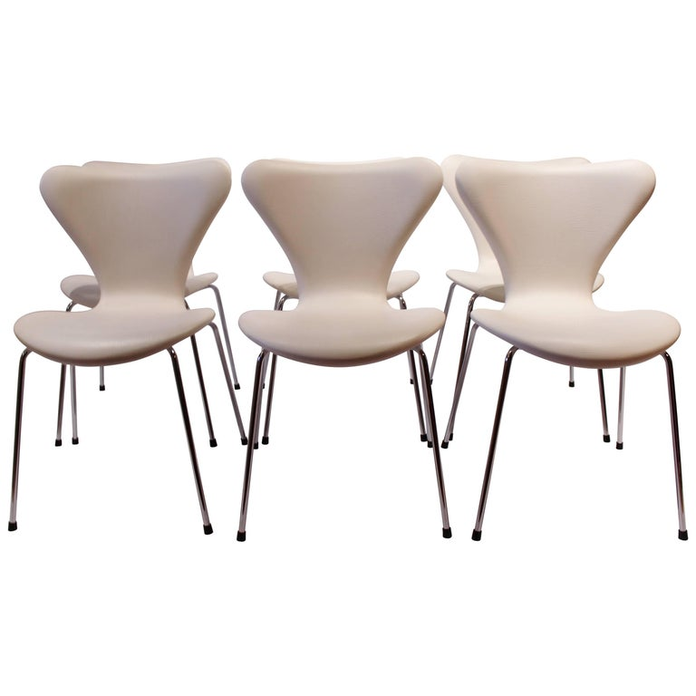 Set of Six Chairs, Model 3107, by Arne Jacobsen and Fritz Hansen, 1990s