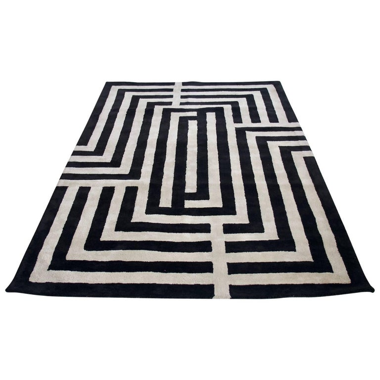 Contemporary Black And White Rug With Geometric Pattern For