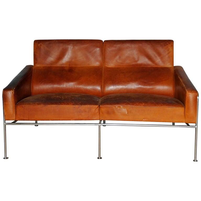 Arne Jacobsen, Sofa #3302 with Original Leather, 1956, Denmark
