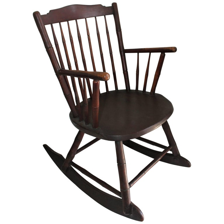 19th Century Windsor Rocking Chair Original Surface For Sale