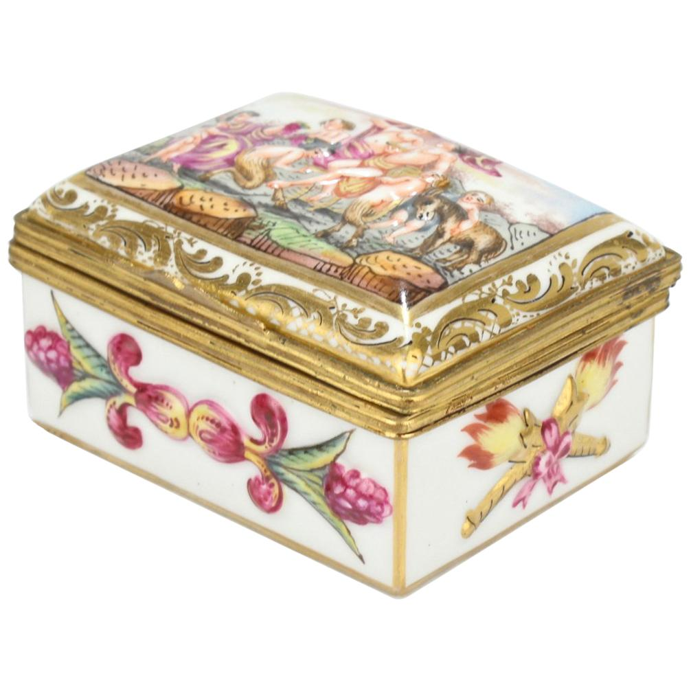 Antique Capodimonte Porcelain Table Snuff or Dresser Box