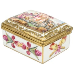 Antique Capodimonte Porcelain Table Snuff or Dresser Box