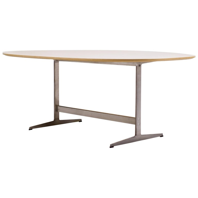 Shaker Base Table by Arne Jacobsen for Fritz Hansen