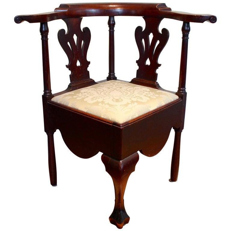 Walnut Queen Anne Corner Chair