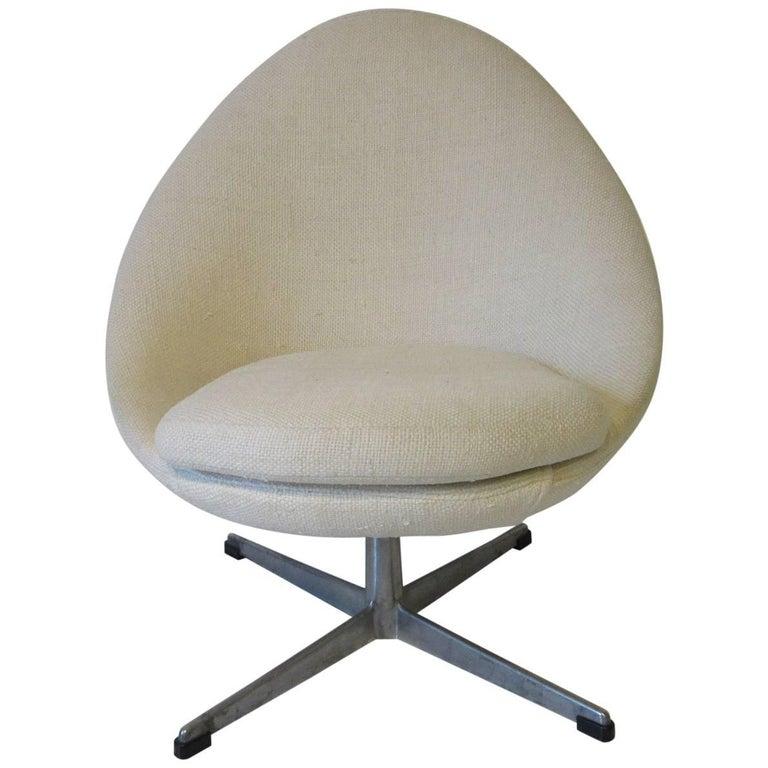Danish Swiveling Upholstered Egg Lounge Chair in the Style of Arne Jacobsen
