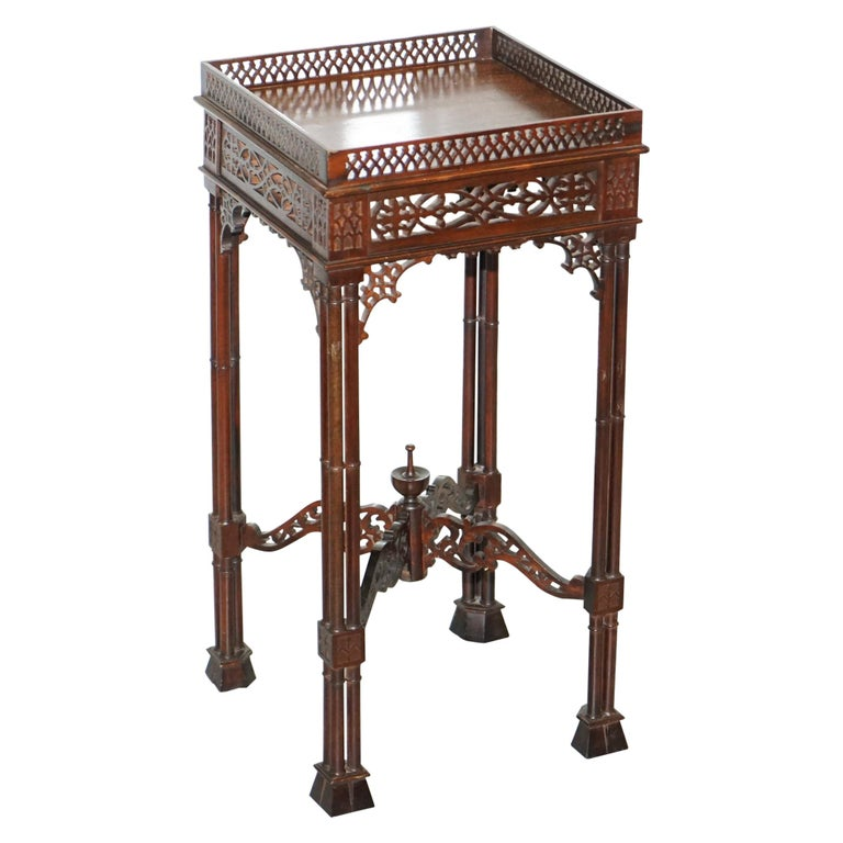 Stunning Mahogany Thomas Chippendale Chinese Style Carved Wood Jardiniere Stand