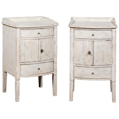 Pair of 1820 Swedish Göteborg Gustavian Painted Bedside Tables with Reeded Doors