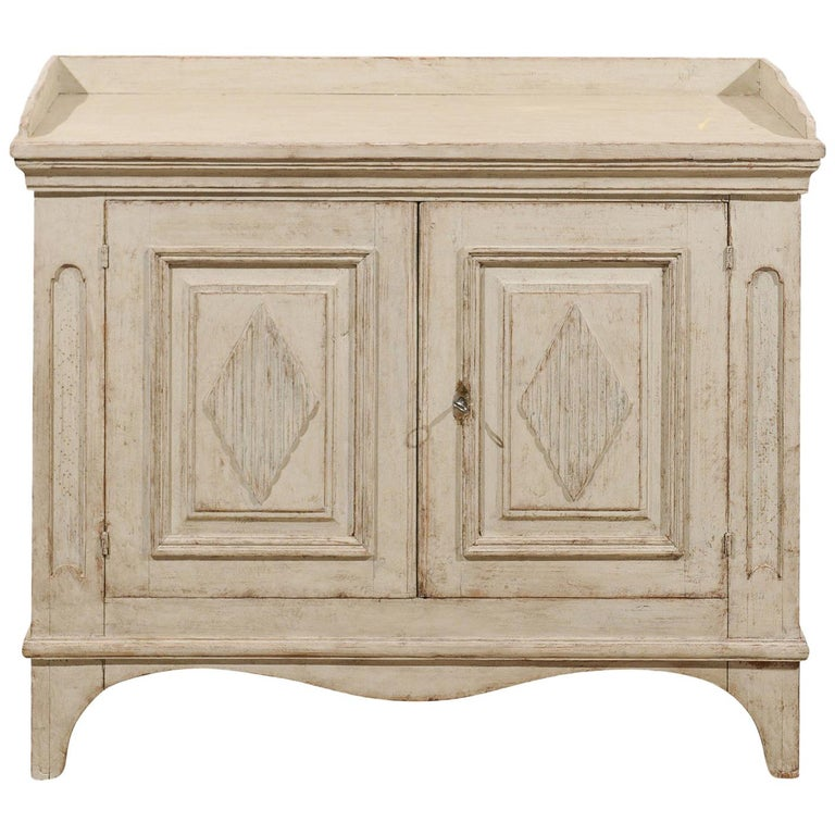 1810s Swedish Period Gustavian Painted Sideboard with Reeded Diamond Motifs
