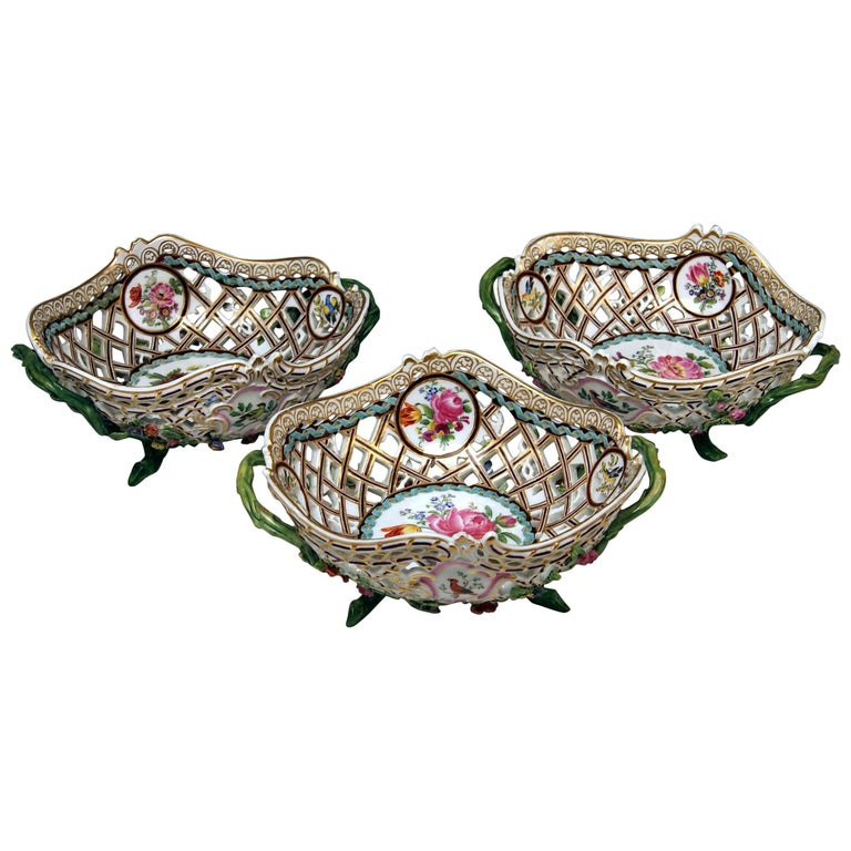 Meissen Set of Three Oval Reticulated Basket Bowls with Flowers, circa 1850 For Sale