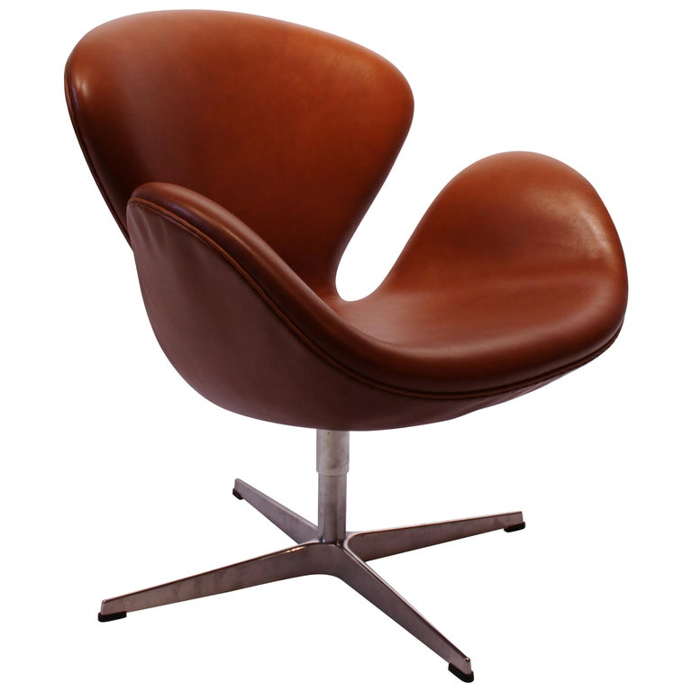 Swan Chair, Model 3320, Walnut by Arne Jacobsen and Fritz Hansen, 2015
