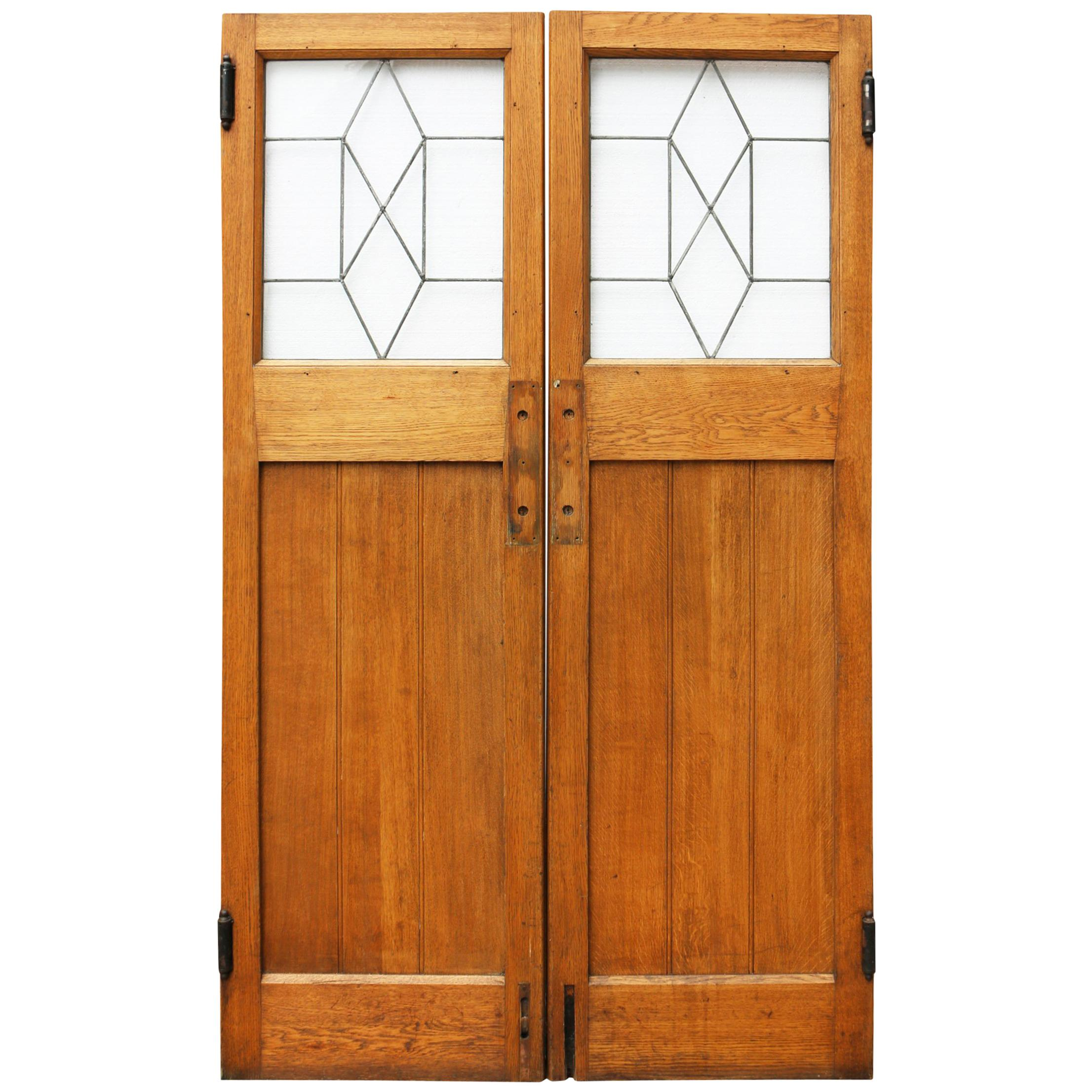 Etonnant Pair Of 1930s Oak Interior Swing Doors With Leaded Glass For Sale