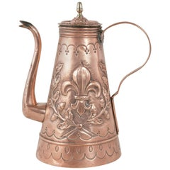 Early 19th Century Flemish Copper Repoussé Coffee Pot with Lid and Fleur de Lys