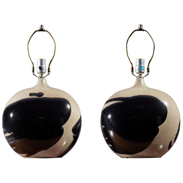 Italian Modern Style Glazed Ceramic Elliptical Shape Table Lamps For Sale