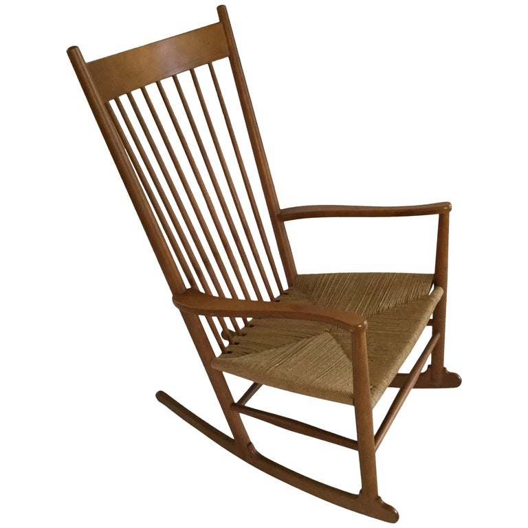 Hans Wagner Rocking Chair J16 with Rush Seat For Sale