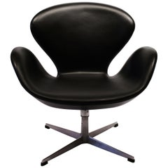 Swan Chair, Model 3320, by Arne Jacobsen and by Fritz Hansen, 1950s