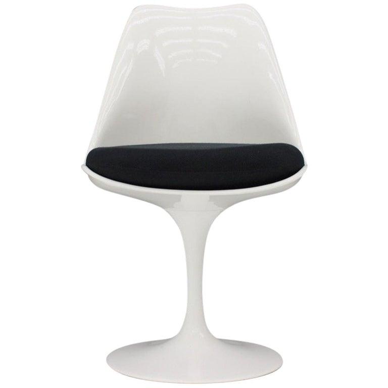 Eero Saarinen Tulip Side Chair Knoll International