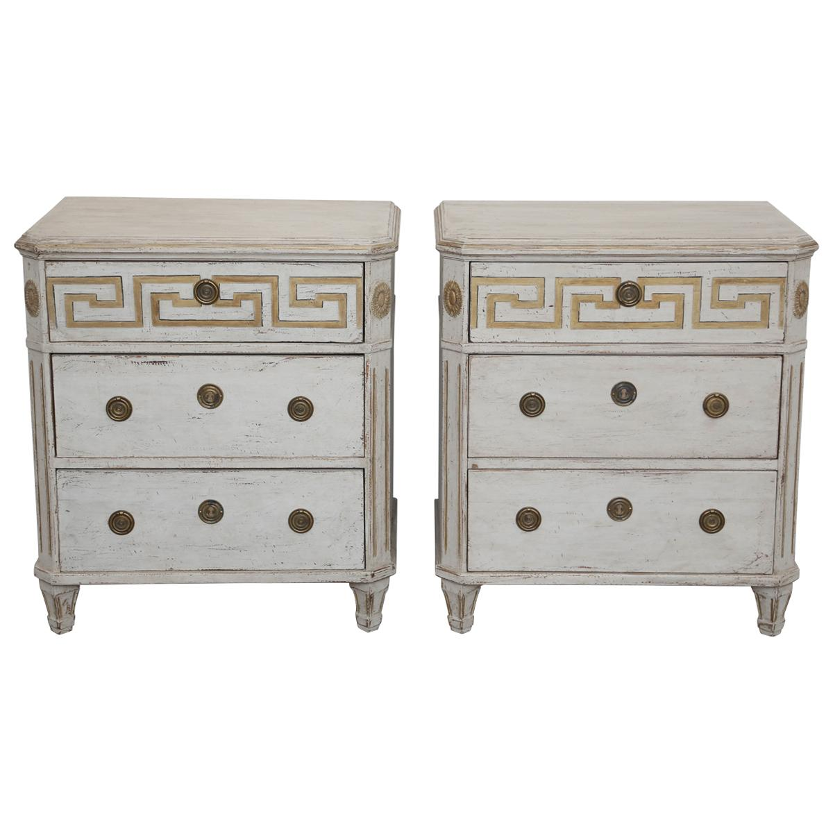 Attirant Pair Of Antique Swedish Gustavian Style Painted Chests With Greek Key For  Sale