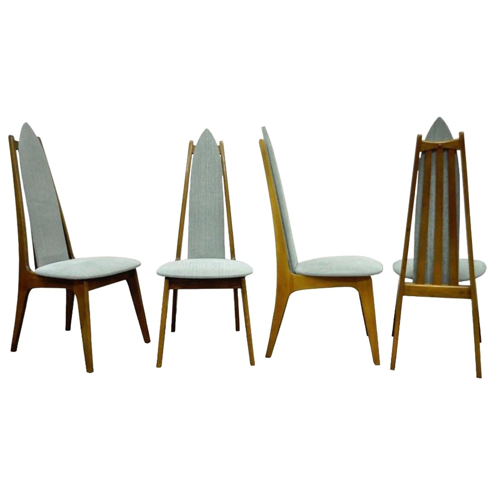 Charmant Set Of Four Mid Century Modern Sculptural Walnut Dining Chairs Danish Style  For Sale