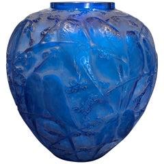1919 Rene Lalique Perruches Vase Electric Blue Glass, Parrots