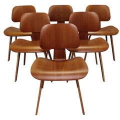 Set of Six Mid-Century Modern Eames Herman Miller Molded Plywood Dining Chairs