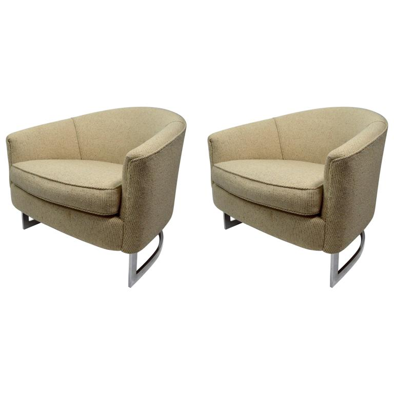 Pair of Chrome Strap Barrel Lounge Chairs Attributed to Milo Baughman For Sale