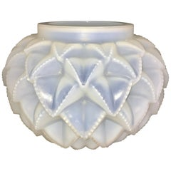 1920 René Lalique Languedoc Vase in Opalescent Glass, Leaves