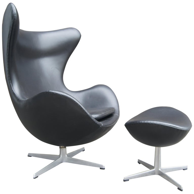 Black Leather Egg Chair and Ottoman by Arne Jacobsen for Fritz Hansen For Sale