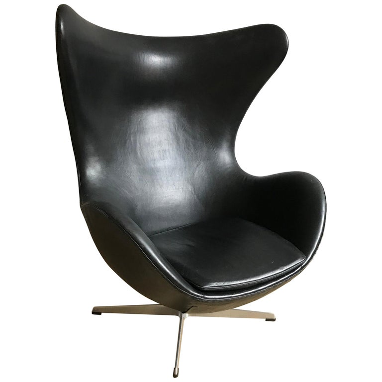 Very Early 1958 - 1960 Arne Jacobsen 3316 Egg Chair in Black Leather For Sale