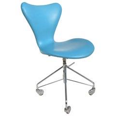 Arne Jacobsen Office Chair Model 3117 by Fritz Hansen in Denmark